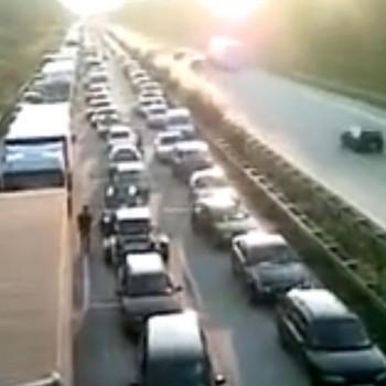 Rettungsgasse_blockiert_Streifenwagen_kommt_nicht_durch
