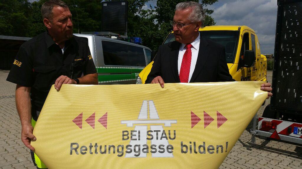 Michael Kemeny mit Innen- und Verkehrsminister Joachim Herrmann